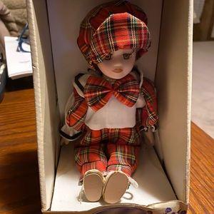 """🍓🍓🧸VINTAGE 6"""" Porcelain Doll Still in Box🎀🎀"""